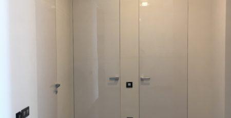Дверь скрытая стеклянная