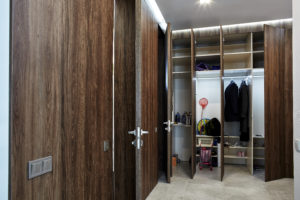 Скрытые гардеробные двери