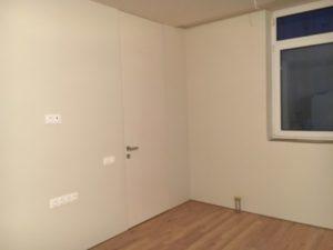 Высокие скрытые двери грунтованные до потолка без верхней перемычки скрытый плинтус Прайд