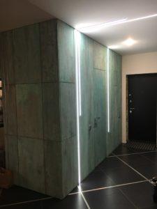 Двери скрытого монтажа pride.door и стековые панели с декор покрытием окись меди
