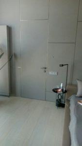 Каркасное дверное полотно и матовые стеновые панели Gizir с расшивкой шампань