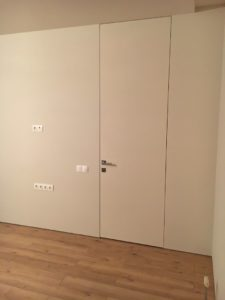 Secret frameless door big size 2,8m up to ceiling